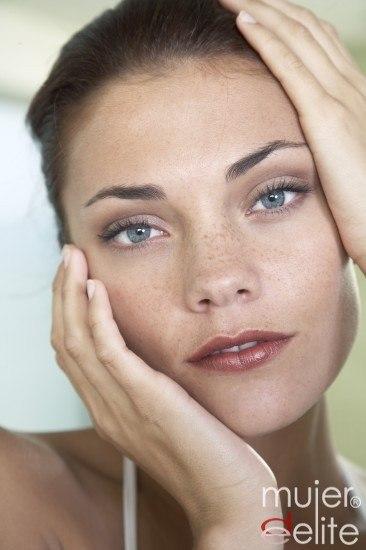 Foto Gimnasia facial para combatir las arrugas