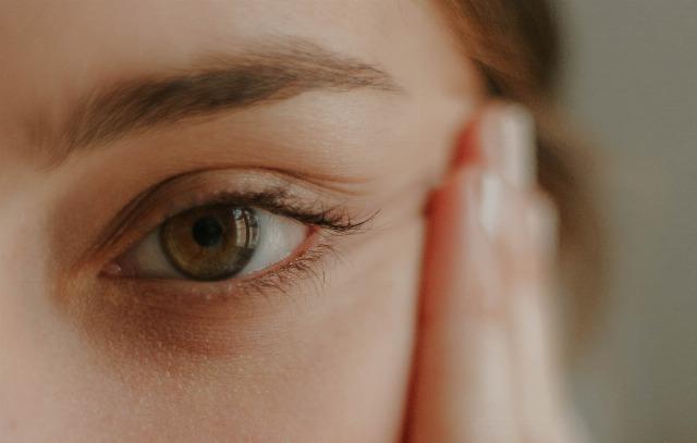 Foto Consigue un contorno de ojos joven y sin arrugas gracias a la gimnasia facial