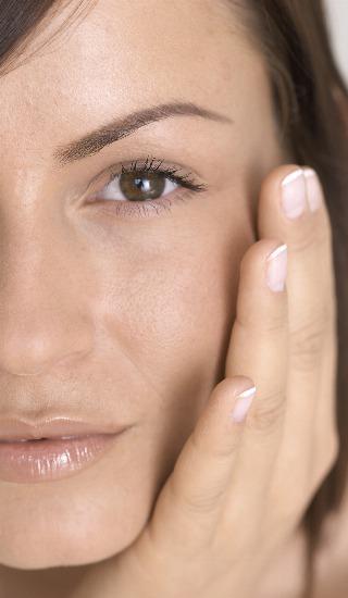 Foto Consigue un contorno facial definido y unas mejillas jóvenes con unos sencillos ejercicios faciales