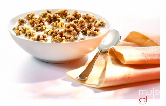 Foto Desayuno completo rico en fibra para lucir vientre plano