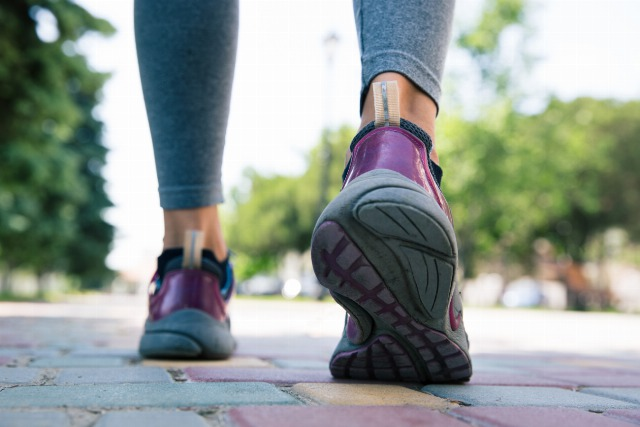 Foto La indumentaria para caminar con seguridad exige unas buenas zapatillas de deporte