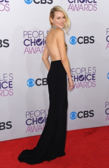 Foto Naomi Watts presumió de escote en la espalda en la entrega de los People´s Choice Awards 2013