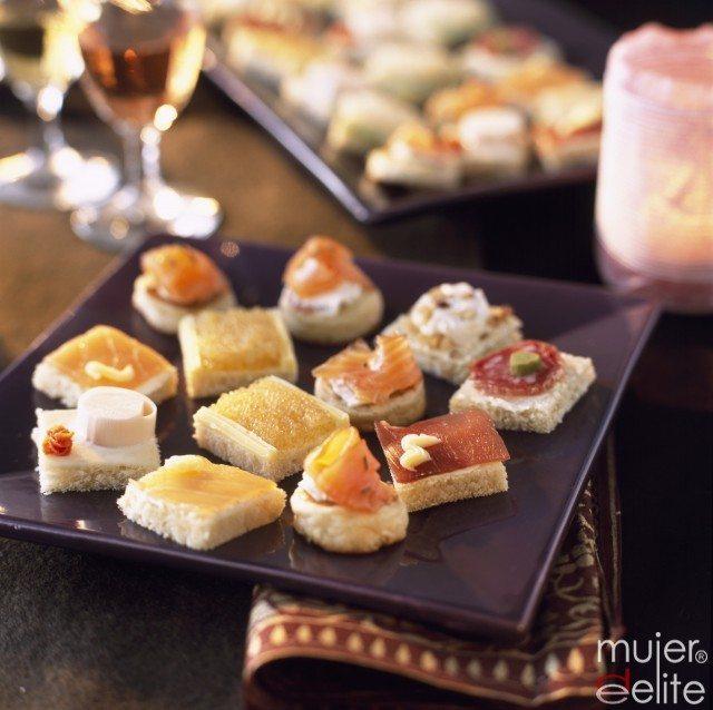 Foto Prepara un buffet para los invitados