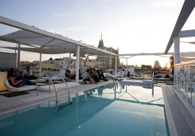 Foto Terraza con piscina del Hotel Room Mate Oscar en Madrid