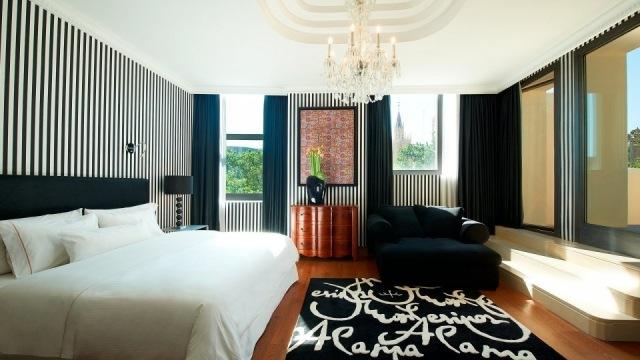 Foto Interior de la habitación del Hotel The Westin en Valencia diseñada por Francis Montesinos