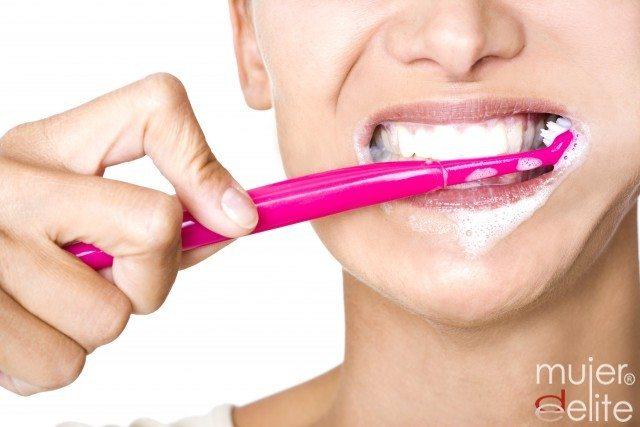 Foto Un buen cepillado y dentífrico son claves para una buena higiene bucal