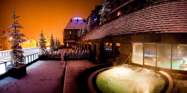 Foto Fachada del hotel Val de Neu en Lleida