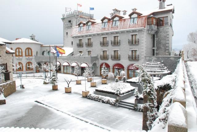 Foto Fachada del hotel Real de Bohoyo en Ávila