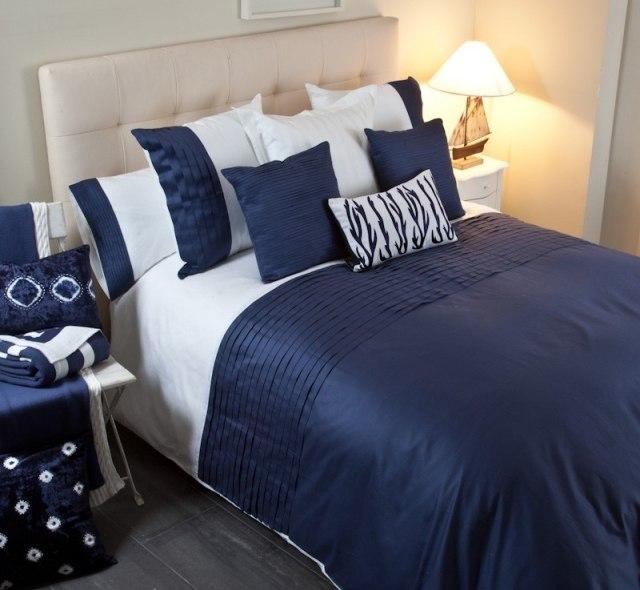 La elegancia del azul oscuro para tu ropa de cama en - Ropa de cama textura ...