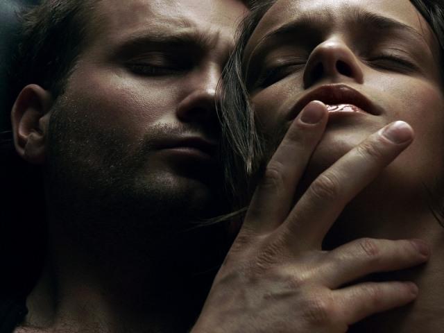 Foto Llega al orgasmo practicando sexo de pie