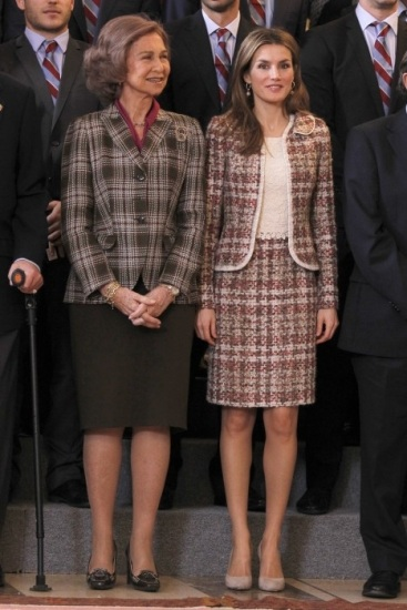 Foto La reina doña Sofía y la princesa Letizia apuestan por el tweed