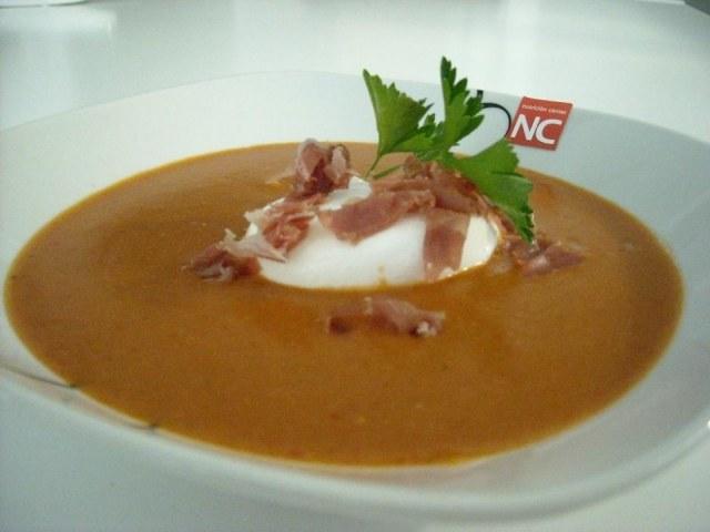 Foto Sopa de ajo con huevo baja en calorías para Semana Santa