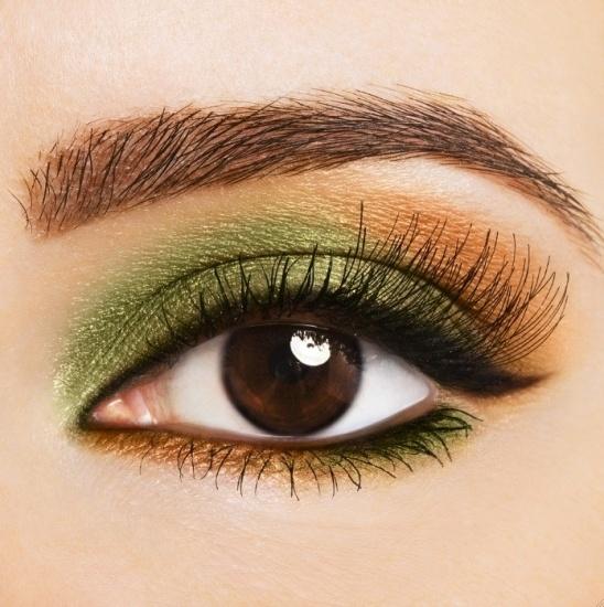Foto Consigue una mirada penetrante con un maquillaje en verde