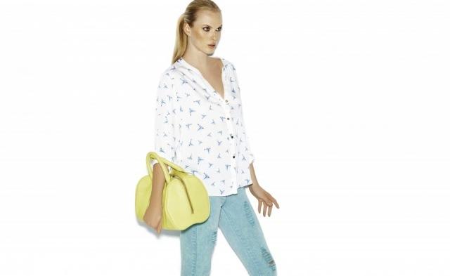 Foto Blusas estampadas y complementos en tonos flúor para la primaveraverano 2013
