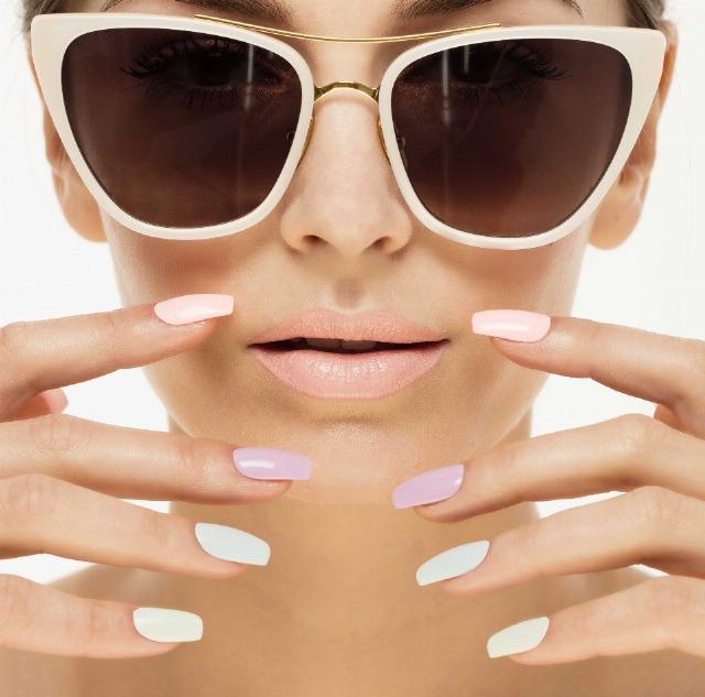 Foto Los tonos pastel mates en uñas combinadas, un must que siempre vuelve en primavera