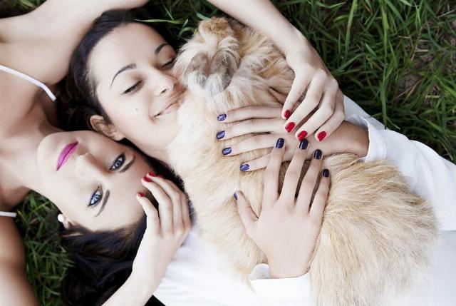 Foto Rojos y azules intensos, colores tendencia en uñas para esta primavera