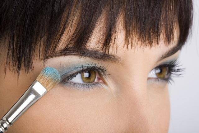 Foto El maquillaje de ojos en azul turquesa, apto para cualquier color de ojos