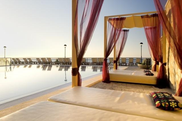 Foto Zona chill out del hotel Barceló Illetas Albatros situado en Mallorca, solo para adultos