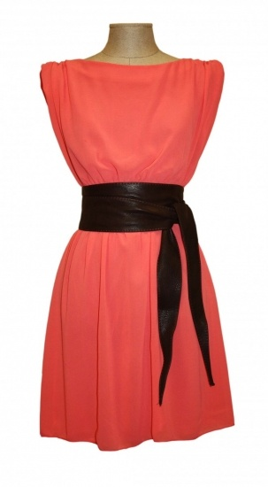 Foto Vestido corto color coral con cinturón tipo obi