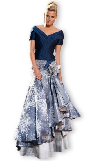 Foto Vestido de escote V y falda con volumen para una boda de noche
