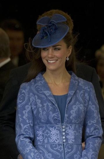 Foto Kate Middleton luce estupenda un peinado con tocado en el 90 cumpleaños del príncipe Felipe