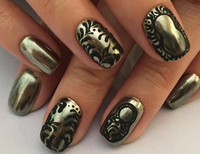 Foto Las uñas metalizadas, la tendencia que viene pisando más fuerte