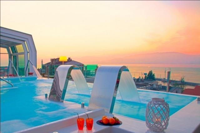 Foto Vistas de la terraza con piscina del Hotel Nagari, en Vigo