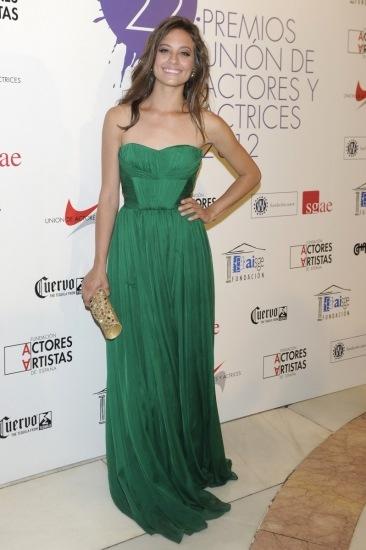 Foto Michelle Jenner de color verde en los premios Unión de Actores 2012