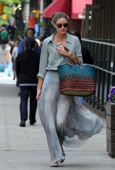 Foto Olivia Palermo marca estilo con una falda larga