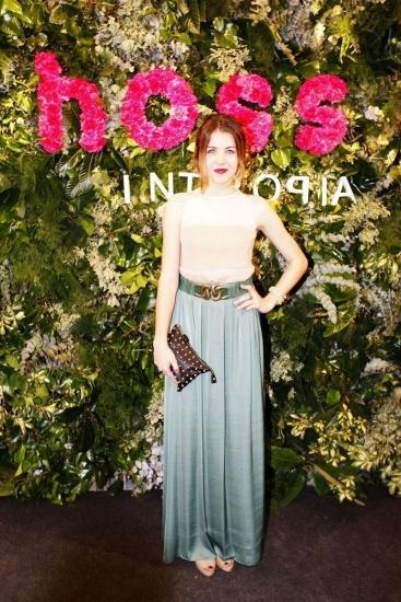 Foto Andrea Guasch con una falda larga derrocha estilo