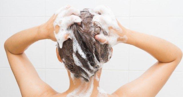 Foto Cómo lavar el pelo en verano