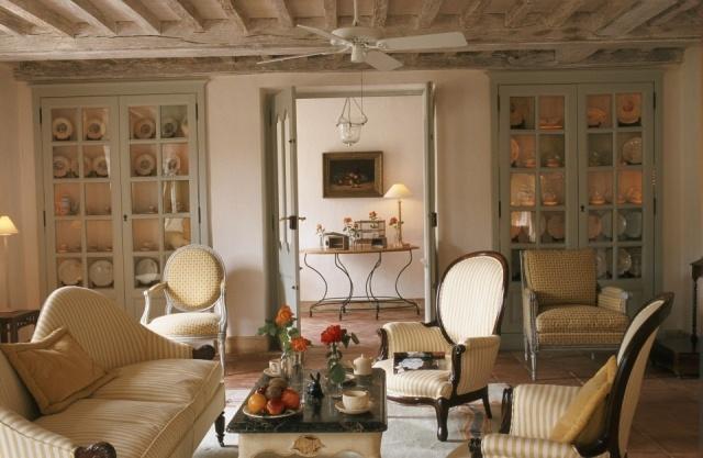 Ventilador de techo en un sal n de estilo r stico fotos mujerdeelite - Fotos de ventiladores ...