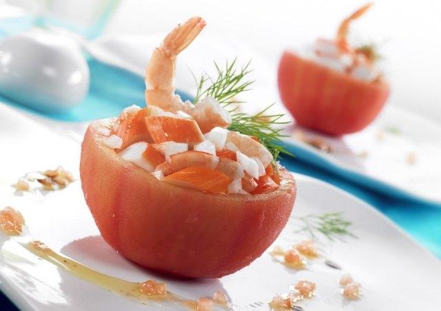 Foto Tomates rellenos de cangrejo, cebolla y gambas