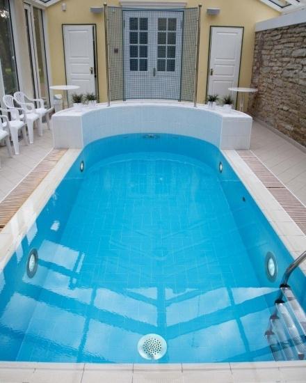 Foto También es importante tener bien iluminada una piscina cubierta