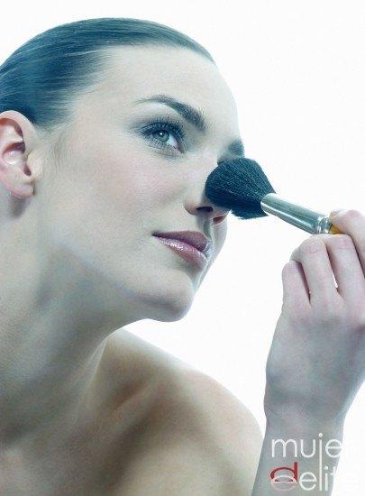 Foto Disimula los defectos de tu nariz usando el maquillaje de forma correcta