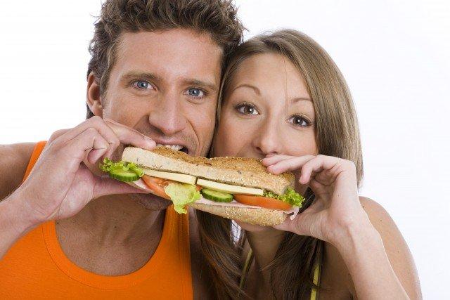 Foto Combina la dieta del bocadillo con mucha agua y una alimentación sana y baja en calorías