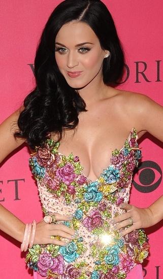 Foto Katy Perry puede estar agradecida con la madre naturaleza por su voluptuoso escote