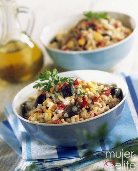 Foto Ensalada de arroz, un plato equilibrado y ligero para comer en la oficina