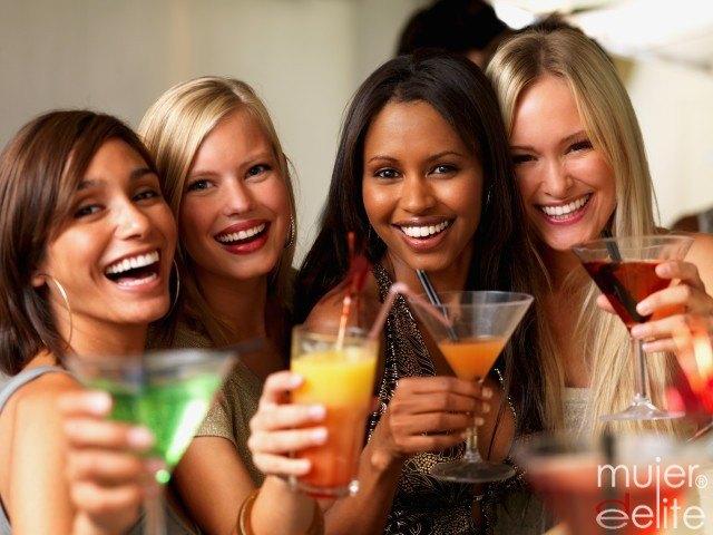 Foto El alcohol, enemigo de tu figura en verano