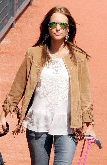 Foto Paula Echevarría lleva la clásica camisa blanca con bordados