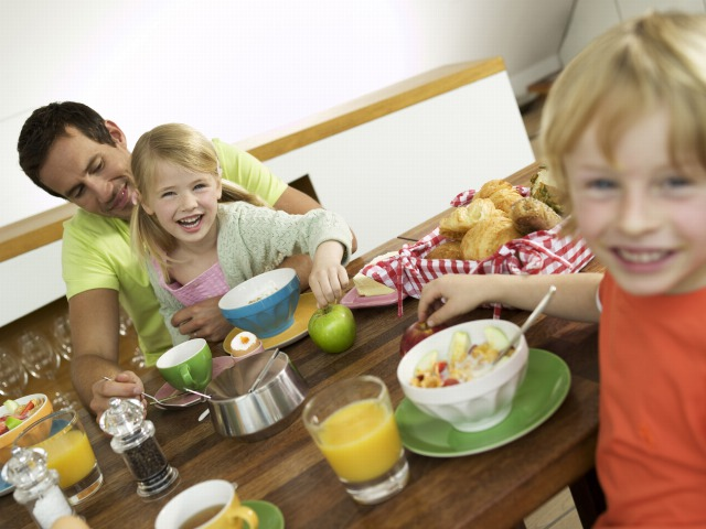 Foto Desayunos deliciosos, sanos y nutritivos para los niños en verano