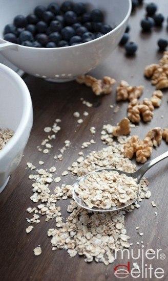 Foto Cereales y frutas frescas y secas, ingredientes básicos de las barritas energéticas