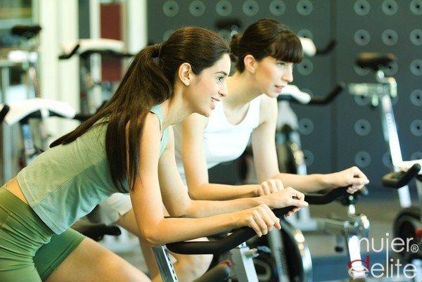 Foto Una hidratación óptima y una dieta rica en carbohidratos, esencial si practicas ciclismo