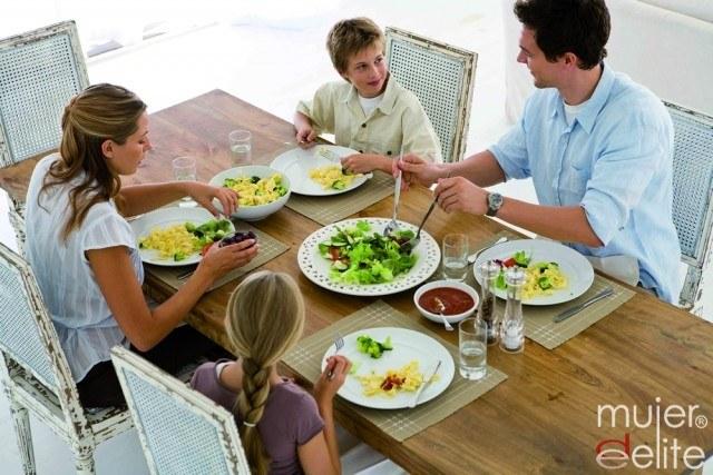 Foto Comer en familia, recomendable para los niños celíacos