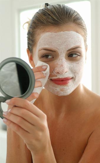 Foto Luce una piel radiante y cuidada con el uso de mascarillas de arcilla blanca