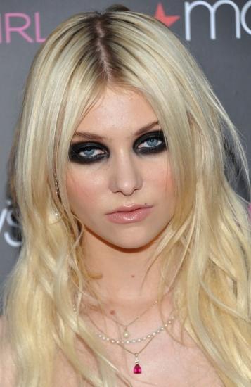 Foto Taylor Momsen, apasionada del look gótico y los ojos ahumados