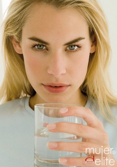 Foto La hidratación es muy importante para combatir el jetlag