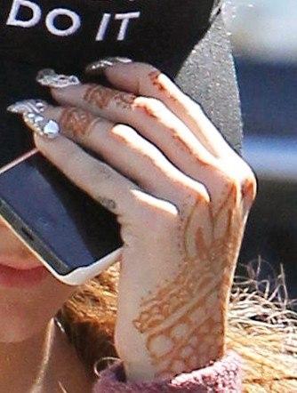 Foto Vanessa Hudgens se hizo un tatuaje de Henna