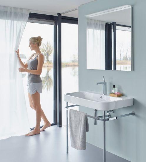 Foto La iluminación en los cuartos de baño grandes