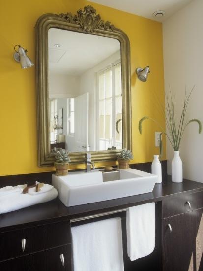 Foto La zona del espejo en el cuarto de baño debe contar con una buena iluminación